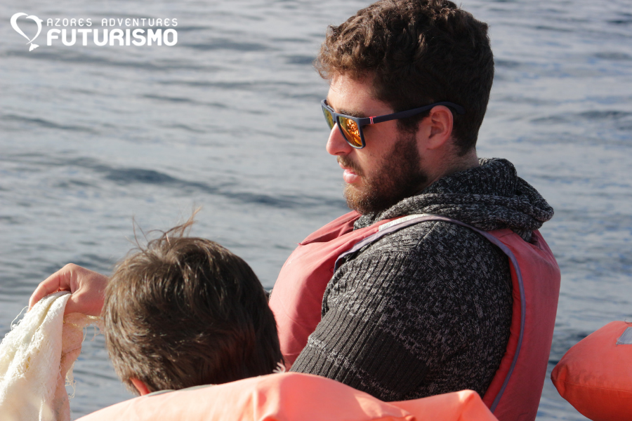 Futurismo biologist Miguel removing marine litter